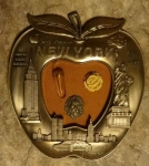 NY apple plaque 1